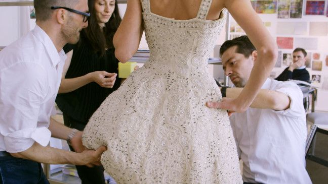 """Die Fashion Dokumentation """"Dior und ich"""" gewährt private Einblicke in die vielschichtige Welt des Modehauses Dior."""