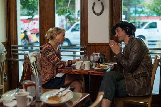Cornelia (Naomi Watts) trifft sich mit Jamie (Adam Driver)