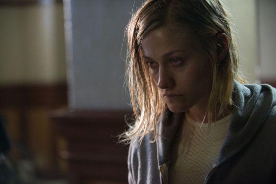 Das Verhalten von Angela (Olivia Taylor Dudley) wird zusehends unberechenbar.