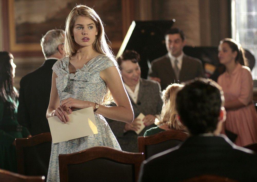 Aurora (Vanessa Hessler) hofft auf eine erneute Begegnung mit Sebastian.