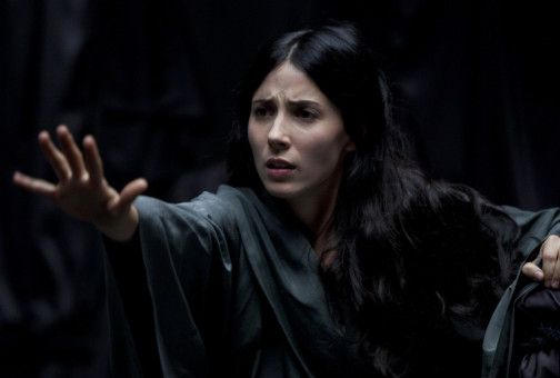 Die an einer rätselhaften Wahrnehmungsstörung leidende Joana (Bárbara Goenaga) irrt durch ein diffuses Labyrinth aus Licht und Schatten.