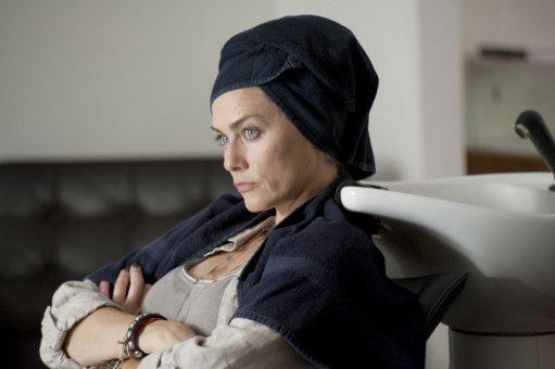"""Katja (Gesine Cukrowski) muss auf dem Wellness-Wochenende nicht nur ihrer Freundin Doris zuliebe ein """"nerviges"""" Selbstfindungs-Seminar durchlaufen, sie trifft auch noch ihren Ex-Lover und Vorgesetzten mit Frau im Hotel."""