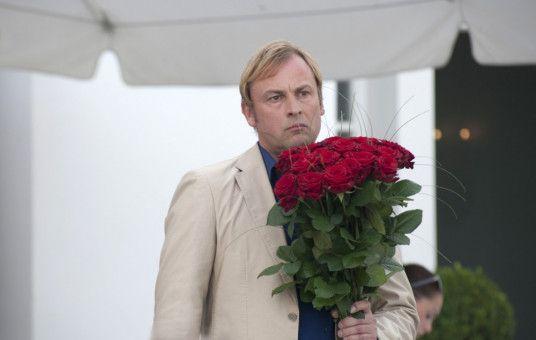 Torsten (Eckhard Preuß) ist sauer, weil seine Frau Doris an ihrem Geburtstag einfach abgehauen ist. Dabei hatte er doch eine so tolle Überraschungsparty für sie geplant ...