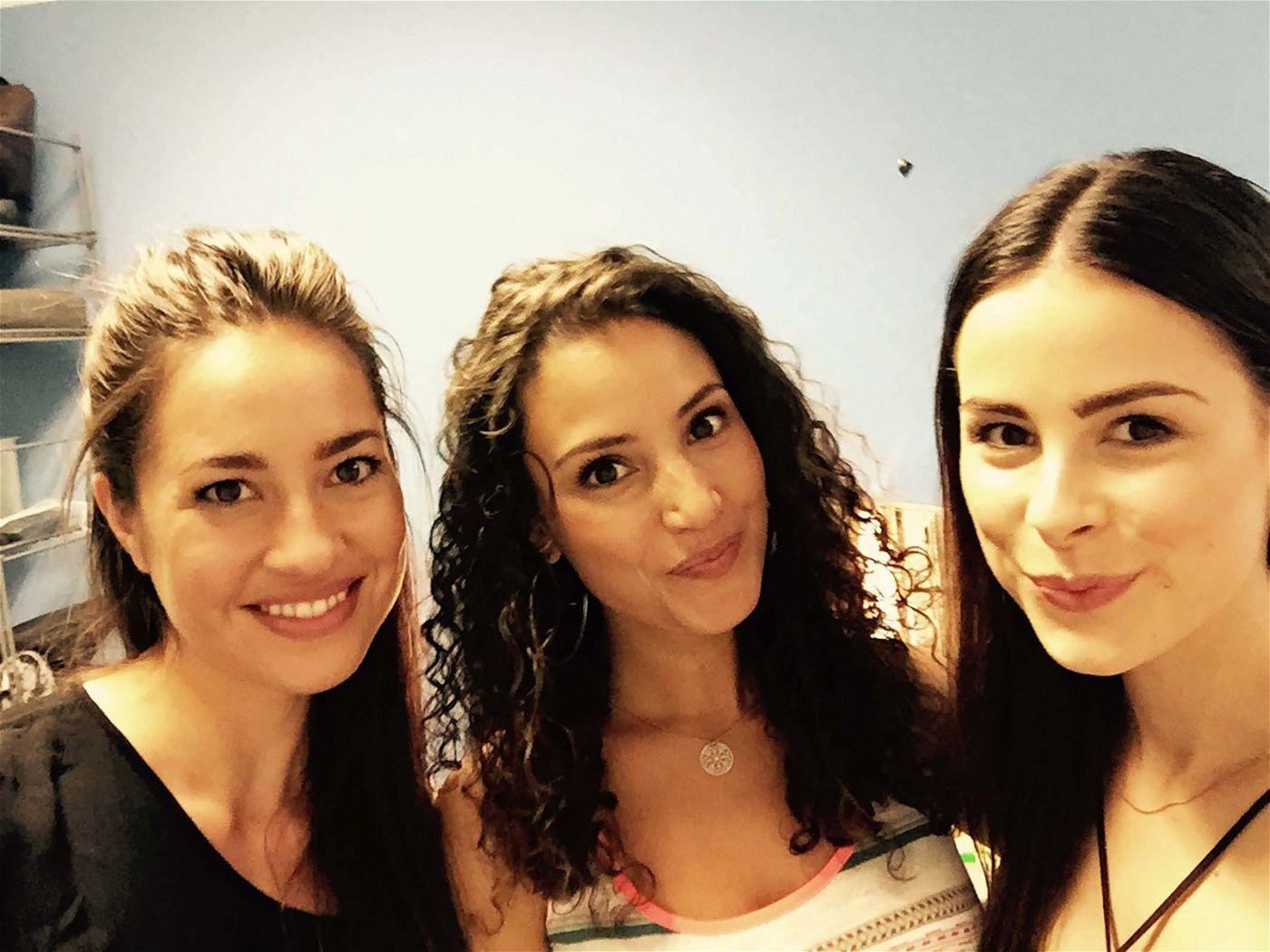 Ein Selfie zu Dritt: Lena Meyer-Landrut mit Nadine Menz und Garcia Gerlach.