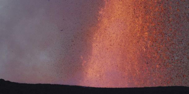 Der Nyamuragira in der Demokratischen Republik Kongo gilt als einer der aktivsten Vulkane Afrikas mit mehr als 30 verzeichneten Ausbrüchen seit 1880. Der letzte Ausbruch erfolgte im November 2011.