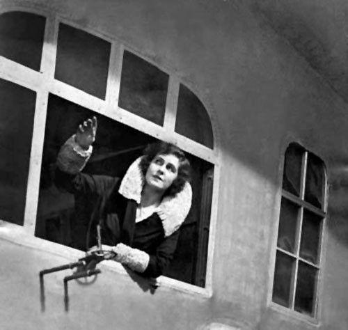 """Lady Grace Drummond-Hay im Luftschiff """"Graf Zeppelin"""""""