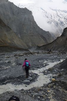 Bernice Notenboom wandert entlang des gefährlichen Annapurna-Hochtals in Nepal.