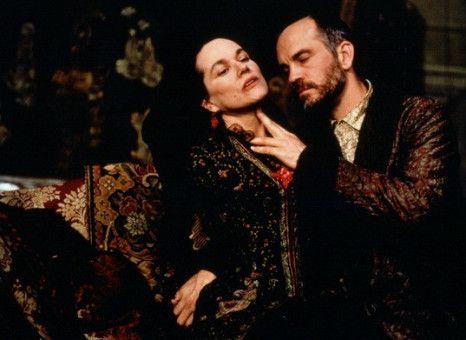 Serena Merle (Barbara Hershey) und Gilbert Osmond (John Malkovich)