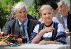 Marie (Johanna von Koczian) und ihr Mann Fritz (Siegfried Rauch) besuchen ein traditionelles Dorffest.