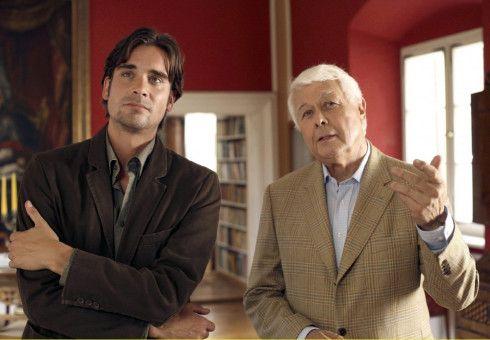Schlossherr Max (Peter Weck, rechts) erzählt seinem Sohn Andreas (Patrick Rapold) aus der reichen Familiengeschichte.