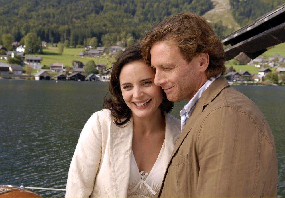 Liebe auf den ersten Blick: die Firmenchefin Beatrice (Elisabeth Lanz) und der charmante Städter Thomas (Hendrik Duryn).