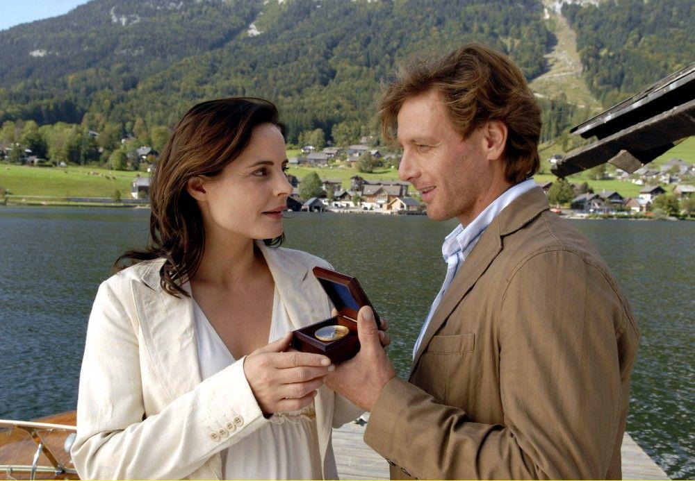 Beatrice (Elisabeth Lanz) und Thomas (Hendrik Duryn) entdecken auf Anhieb jede Menge Gemeinsamkeiten - so etwa die Liebe zu Booten.