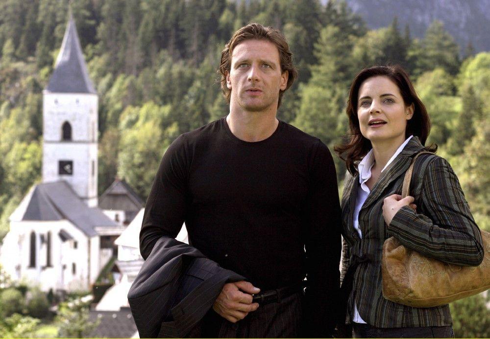 Gemeinsam wollen Beatrice (Elisabeth Lanz) und ihre große Liebe Thomas (Hendrik Duryn) einen Neuanfang wagen.