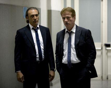 2 Kommissare: Renzo Esposito (Luca Ward, l.) und Fredo Kovacs (Jürgen Prochnow, r.).