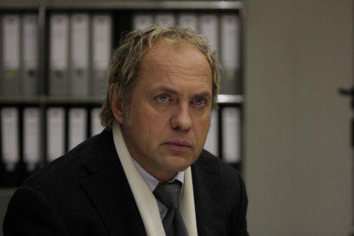Fredo Kovacs vom BKA schlägt Maxime Bosch und ihrem Anwalt Fritz Declair (Uwe Ochsenknecht) einen Deal vor.