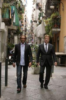 Zu Fuß unterwegs: Renzo Esposito (Luca Ward, l.) und Fredo Kovacs (Jürgen Prochnow, r.).