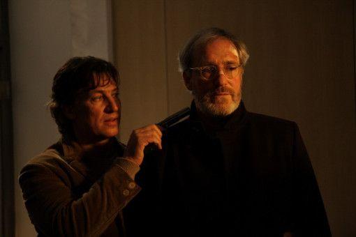 Amigo (Tobias Moretti) zwingt Bosch (August Zirner) dazu, ihren alten Weggefährten Declair in dessen Anwaltskanzlei aufzusuchen.