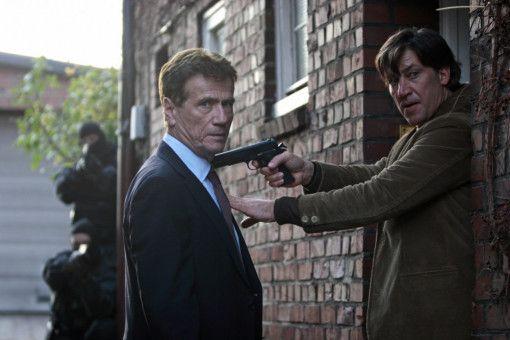Als BKA-Chef Fredo Kovacs (Jürgen Prochnow) dem gesuchten Amigo (Tobias Moretti) eine Falle stellt, nimmt der ihn kurzer Hand als Geisel.