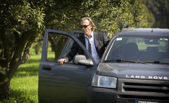 Am Auto: Kommissar Renzo Esposito (Luca Ward).
