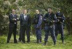 Im Einsatz: Renzo Esposito (Luca Ward, r.), Jupp Sauerland (Florian David Fitz, m.) und Fredo Kovacs (Jürgen Prochnow, r.) zusammen mit Kräften des Einsatzkommandos.