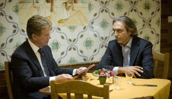 Im Gespräch: Renzo Esposito (Luca Ward, r.) und Fredo Kovacs (Jürgen Prochnow, l.).