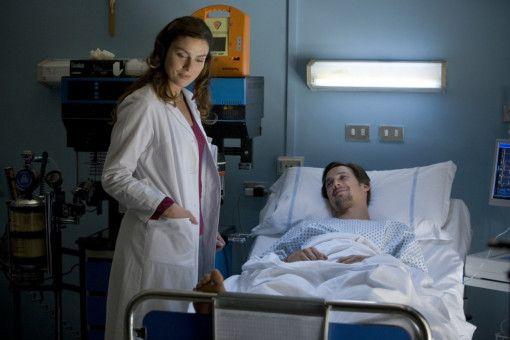 Jupp Sauerland (Florian David Fitz, r.) mit seiner behandelnden Ärztin Carlotta Fortunato (Giada Desideri, l.)