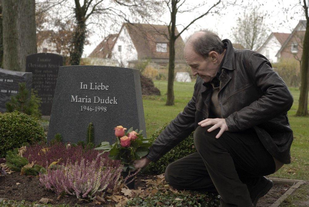 Hauptkommissar Hagen Dudek (Michael Mendl) trauert um seine geliebte Frau.