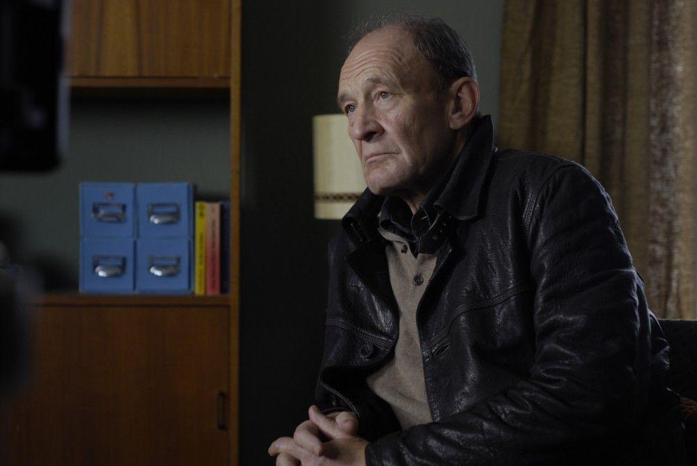 Hauptkommissar Hagen Dudek (Michael Mendl) ist verzweifelt: Er wird pensioniert, aber zwei Mordfälle lassen ihm keine Ruhe.