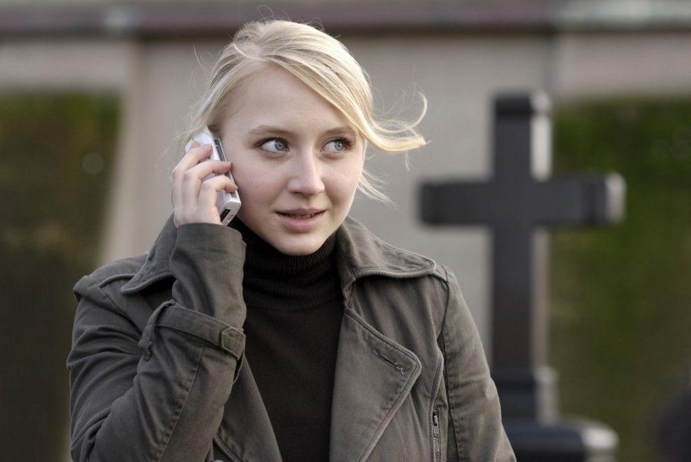 Die junge Polizistin Simone Westermann (Anna Maria Mühe) hat ihre beiden Vorgesetzten in Verdacht, einen Mord begangen zu haben.