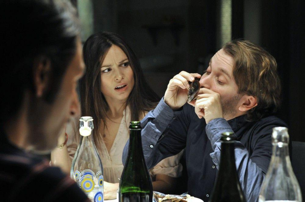 Jans (Christian Ulmen) Meeresfrüchteallergie macht das gemeinsame Abendessen mit Sara (Mina Tander) und ihrer süditalienischen Familie zu einer nicht ganz unkomplizierten Angelegenheit...