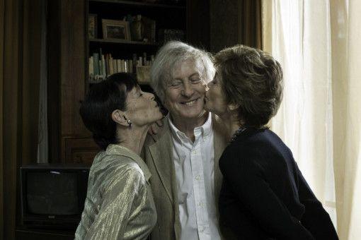Alt-Charmeur Claude (Claude Rich) beflirtet seine WG-Genossinnen Annie (Geraldine Chaplin, l.) und Jeanne (Jane Fonda, r.).