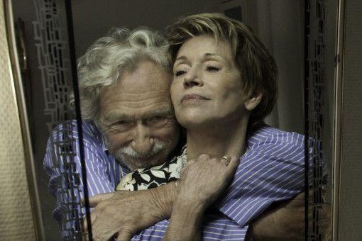 Jeanne (Jane Fonda) verschweigt ihrem demenzkranken Mann Albert (Pierre Richard), dass sie an Krebs erkrankt ist.