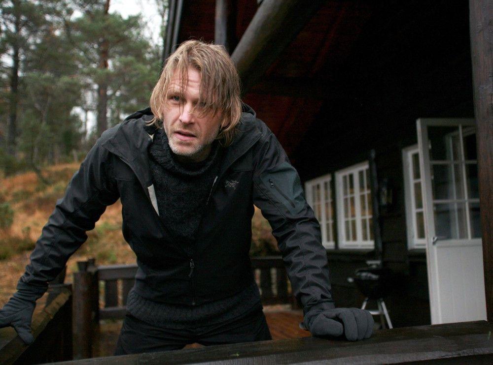 Varg Veum (Trond Espen Seim) ist seinen Kollegen von der Polizei meist einen Schritt voraus.