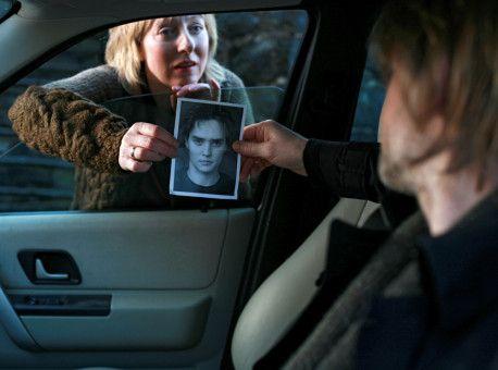 Vera Werner (Agot Sendstad) bittet Privatdetektiv Varg Veum (Trond Espen Seim), nach ihrem verschwundenen Sohn Peter (Frank Kjosas) zu suchen.