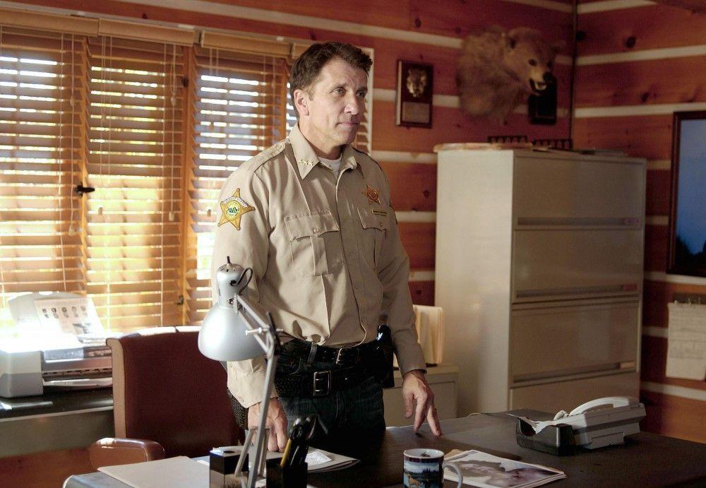 Sheriff Rick Marsden (Gary Hudson) hat seine Geliebte ermordet, um seine Familie zu schützen.