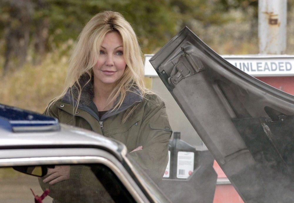 Reece (Heather Locklear) weiß noch nicht, von was sie ihre kaputte Zylinderkopfdichtung bezahlen soll.