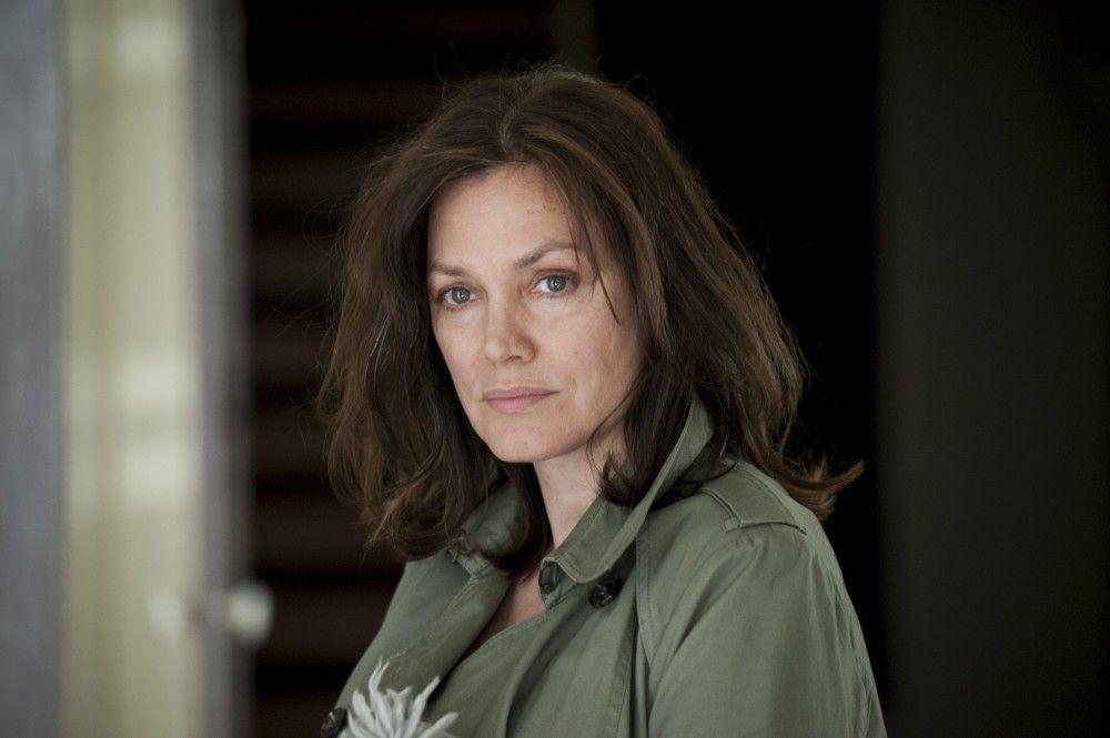 Simone van Leeuwen (Maja Maranow) leidet an Alzheimer. Sie lebt in ihrer eigenen Welt, die Tag für Tag kindlicher und kleiner wird.