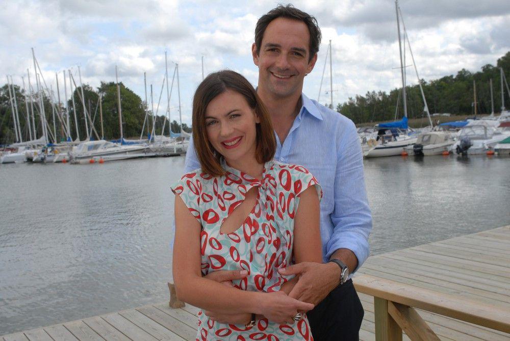 """Jeanne Tremsal als """"Catherine"""" und Harry Blank als """"Magnus"""" in der neuen Inga-Lindström-Folge """"Zwei Ärzte und die Liebe"""" im ZDF."""