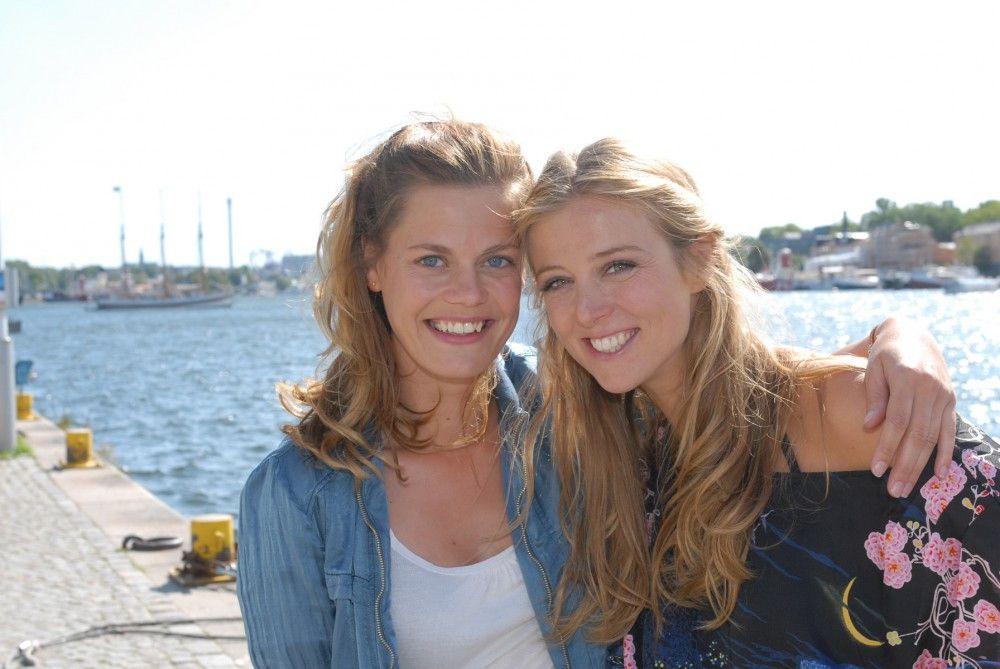 """Julia (Elzemarieke de Voos, l.) und Tina (Nina Eichinger) in """"Inga Lindström: Zwei Ärzte und die Liebe"""""""