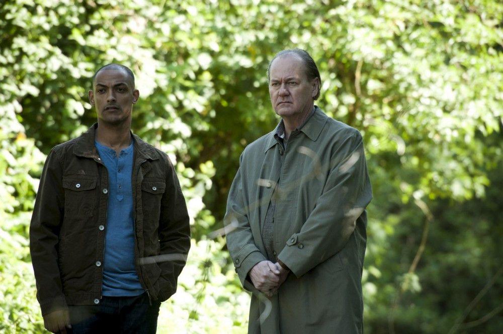 Am Tatort in einem Amsterdamer Park: Kommissar Bruno van Leeuwen (Peter Haber, r. ) und sein Teamkollege Remko Vreeling (Patrick Abozen, l.).