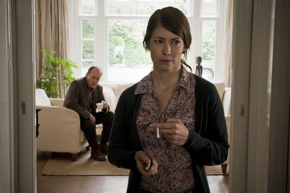 Sonja Vahrendonk (Sonja Baum) hatte lange Zeit mit Josef Pieters zusammen gearbeitet. Im Hiintergrund: Bruno van Leeuwen (Peter Haber).