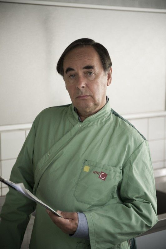 Der Pathologe Marten Holthuysen (Adam Oest).