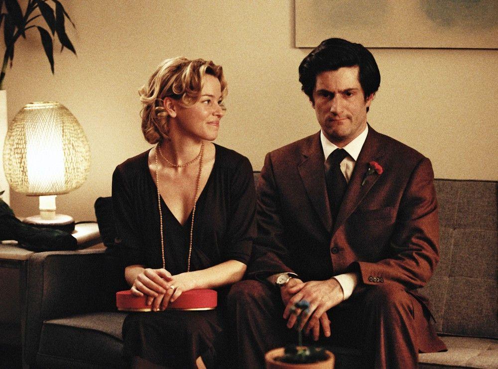 Elliot (Michael Showalter) weiß nicht recht, ob die schöne Caroline (Elizabeth Banks) wirklich die richtige Frau für ihn ist.