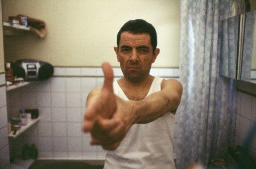 Immer im Einsatz, selbst im heimischen Badezimmer: Johnny English (Rowan Atkinson), Agent im Dienste Ihrer Majestät, der Queen.