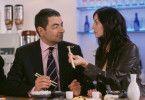 Bei Nudeln darf man nicht hudeln, aber auch das Sushi-Restaurant hat seine Tücken: English (Rowan Atkinson) mit Kollegin Lorna (Natalie Imbruglia) bei einer Verschnaufpause im kampf gegen den Mann, der England übernehmen will.