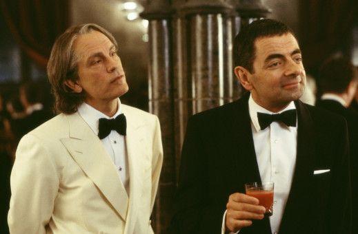 Pascal Sauvage (John Malkovich, l.) macht Rechte auf den englischen Thron geltend. Agent English (Rowan Atkinson) soll den Franzosen stoppen.