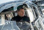 Eine mysteriöse Nachricht aus der Vergangenheit schickt James Bond (Daniel Craig) ohne Befugnis auf eine Mission nach Mexico City und schließlich nach Rom, wo er Lucia Sciarra (Monica Bellucci) trifft.