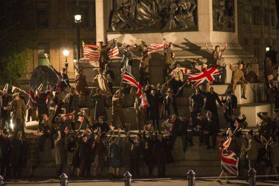 London, 8. Mai 1945. Ganz Europa feiert das Ende des Zweiten Weltkriegs. Auch die Straßen der britischen Hauptstadt sind voller jubelnder Menschen.