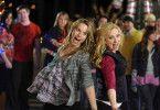 Beschwingte Weihnachten: Bridgit Mendler als Teddy, Leigh-Allyn Baker als Amy