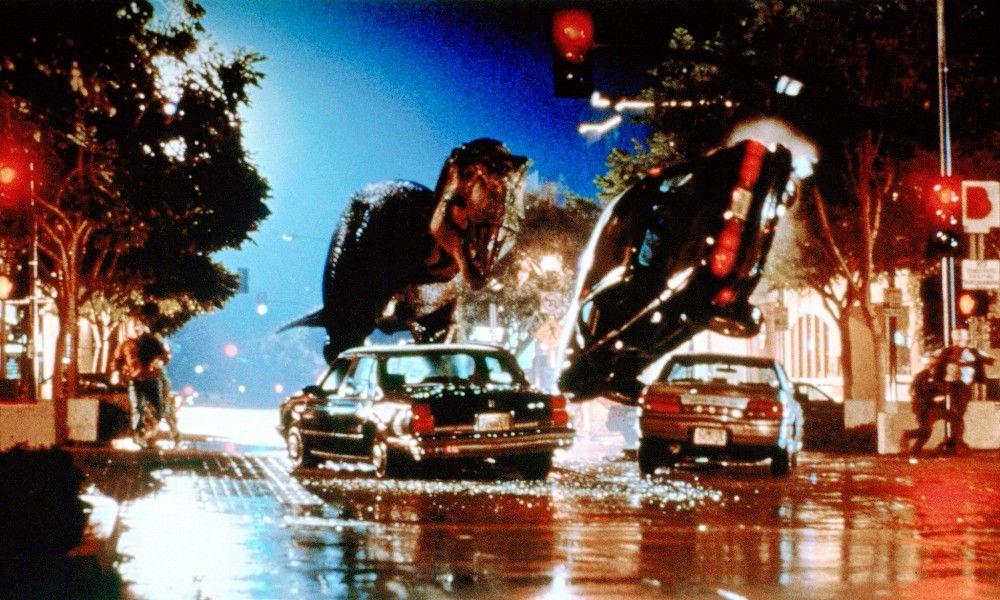 """"""", Die Saurier haben überlebt! Auf der Insel Sorna wurden wieder einige gefährliche Exemplare gesichtet. Sofort machen sich Ian Malcolm und Freundin Sarah mit ihrem Team auf den Weg, um das Verhalten der Urechsen zu studieren. Dort ist Großwildjäger Roland Tembo drauf und dran, einen  T-Rex einzufangen. Denn der neue 'InGen'-Boss Peter Ludlow will mitten in San Diego einen Monster-Park eröffnen.  Eine ungeheure Schiffsladung stürzt die Stadt in ein Desaster ungeahnten Ausmaßes."""